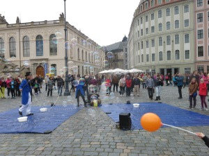 Bubble blowers and jugglers in Dresden