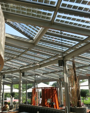 The solar cells integrated into the glass roof